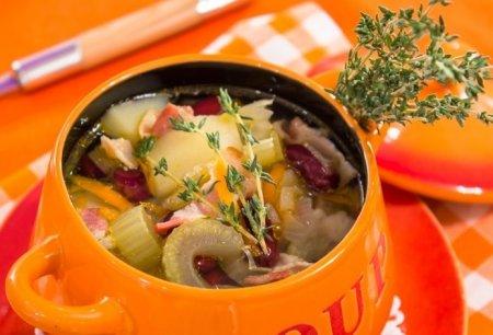 Суп с беконом, сельдереем и фасолью