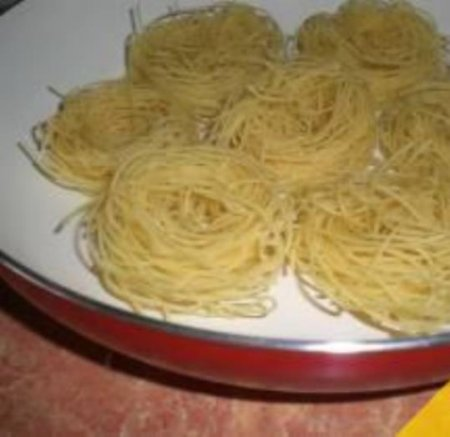 гнезда из макарон