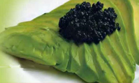 Авокадо с темной икрой