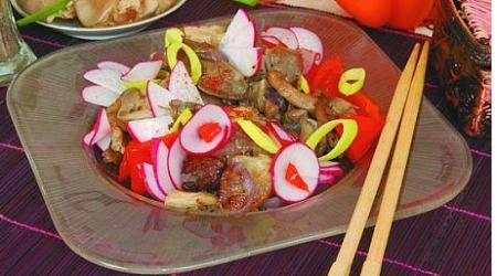 Салат из свинины с грибами и редисом