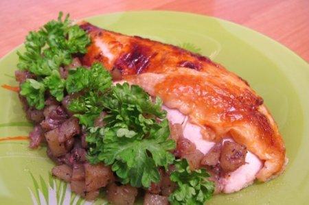 Курица, фаршированная картофелем