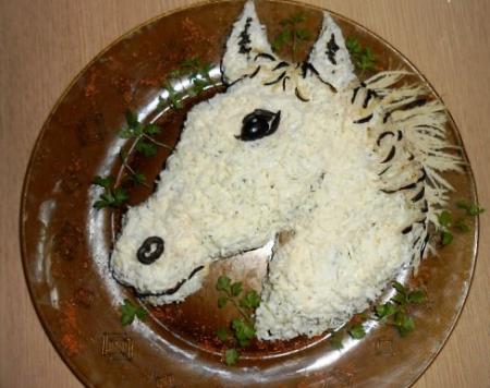"""Новогодний салат """"Белоснежная сказочная лошадь"""""""