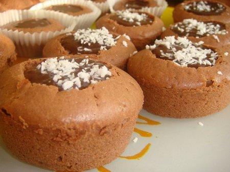 Шоколадные кексы с водянистой внутренностями